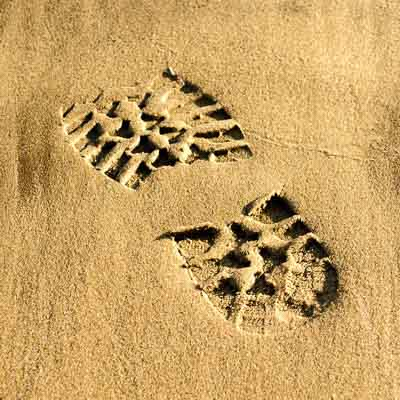 bootprint in sand - anonymous website visitor identification concept